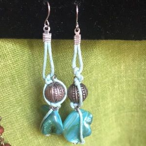 Vintage/retro dangling pierced pair of earrings